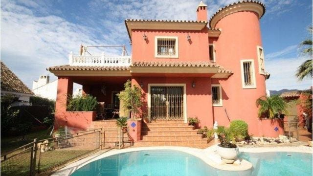 BARGAIN Marbella East Beachside villa for sale