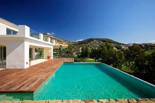 SOLD La Quinta Reduced – Modern Villa Infinity Pool & Golf views