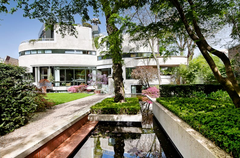 Contemporary mansion for sale in paris for Contemporary mansions for sale