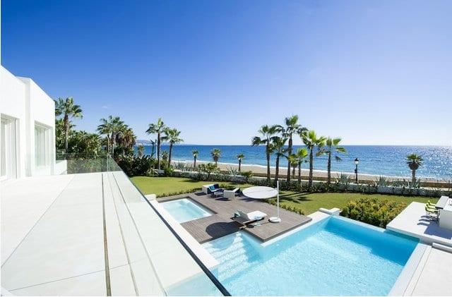 Modern Beachfront Villa For Rent Previous Next