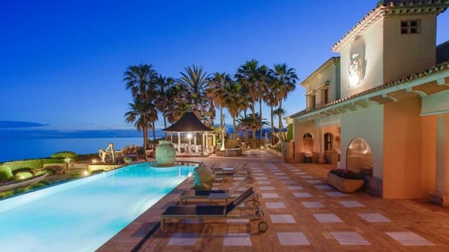 Beachfront Mansion for sale & rent in South of Spain.