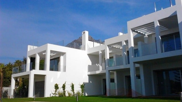 Modern Houses with sea view for sale Marbella Hillside.Gated community