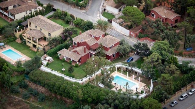8 bed villa by Tennis club and beach for sale Marbella East