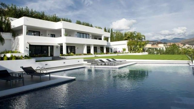 REDUCED 5 stars Modern villa for sale Nueva Andalucia