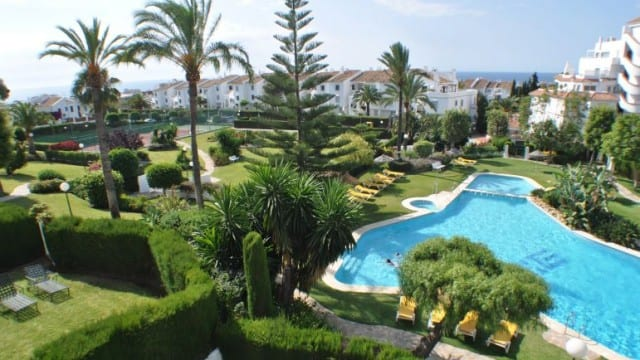 2 bed apartment with sea views for sale near Puerto Banus