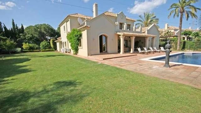 Reduced – Luxury Classic villa for sale in El Paraiso