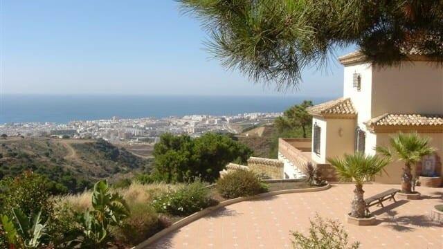 Villa behind Estepona with great views 5460m2 plot