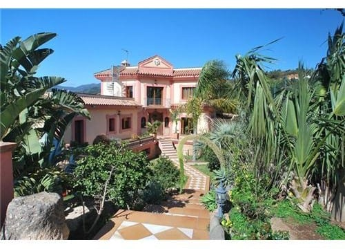 Country home with 9390m2 plot.Estepona only €2.2million