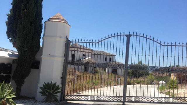 Investor, 3 unfinished Luxury villas for sale Marbella