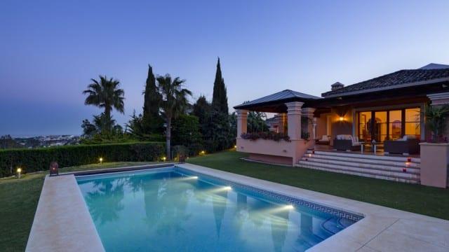 Villa for sale in gated urbanization Nueva Andalucia
