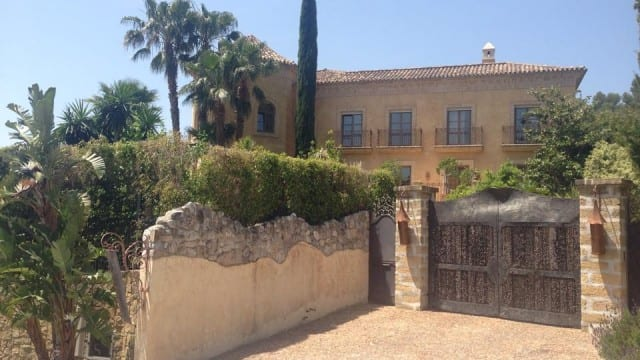 MARBELLA HILLSIDE MANSION-OFFERS WELCOME
