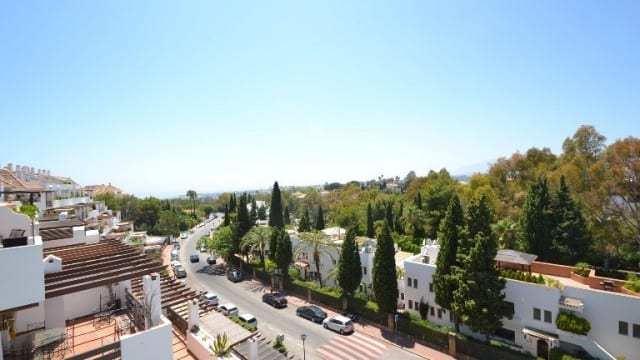Bank repo : 3 bed Penthouse for sale Golden Mile Marbella