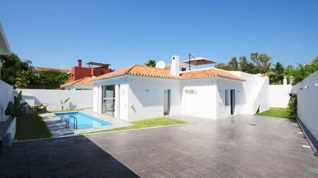 Beachside-Reformed villa for sale Golden Mile Marbella