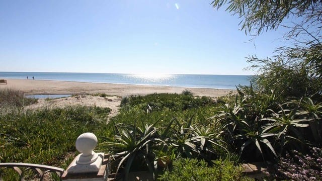 €795.000 – 1st line beach villa for sale Marbella East