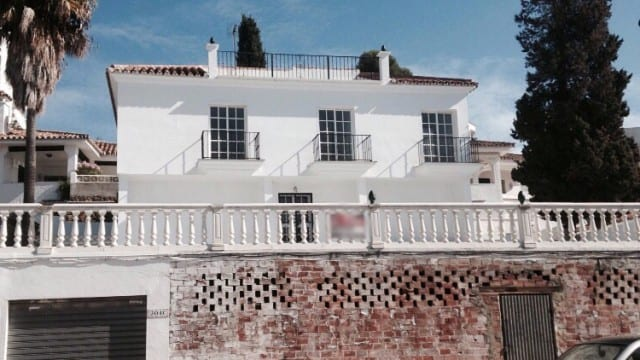 Villa with commercial area for sale Nueva Andalucia