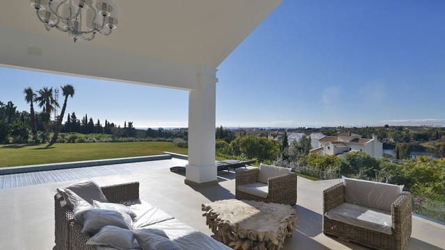 Luxury Villa for sale in Gated Golf urb. 10min from Marbella