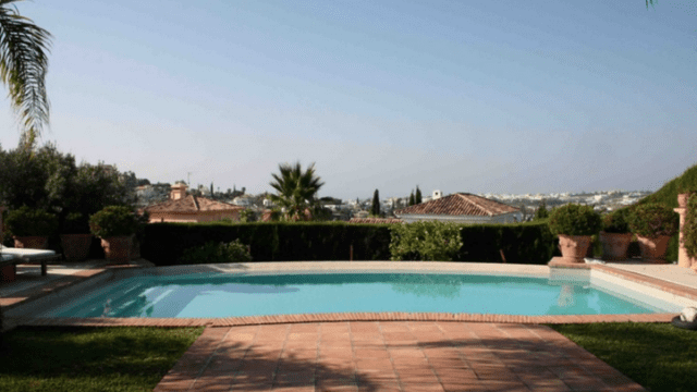 South facing Rustic Villa with open views Nueva Andalucia