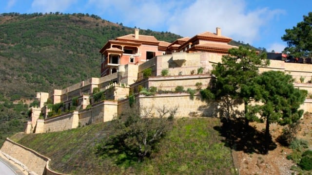 BARGAIN – Unfinished palace for sale in La Zagaleta