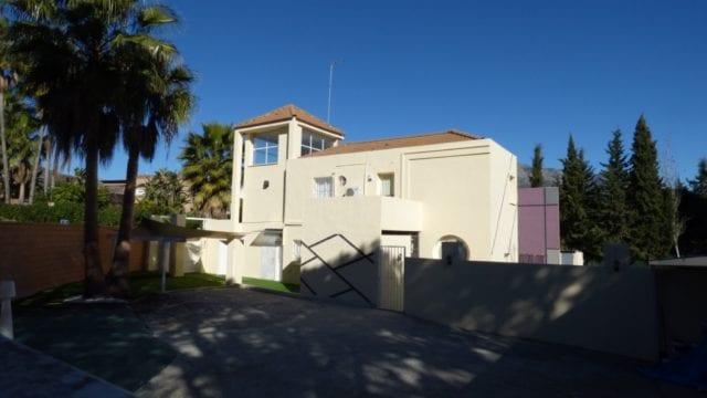Nueva Andalucia villa was €1.4m reduced to €750.000