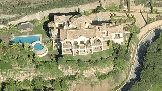 Marbella Hill club villa for sale, gated urbanization.