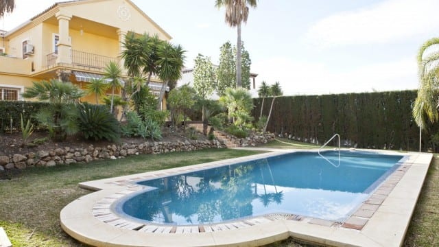 Villa to reform in Gated urbanization near Puerto Banus