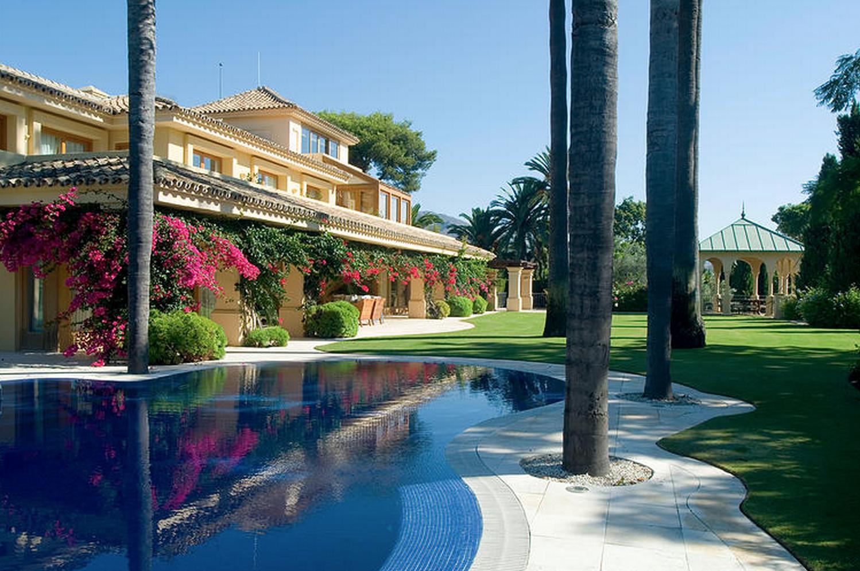 Beachside villa Marbella Club for rent with tennis court