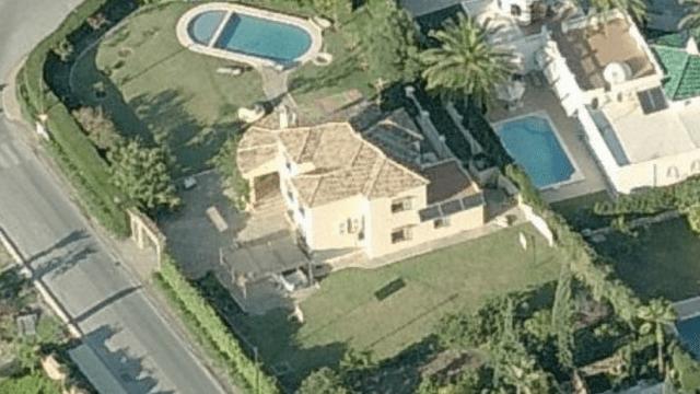 SOLD Nueva Andalucia central villa for sale