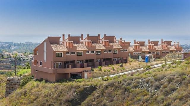Bargain Benahavis Bank repo Townhouse