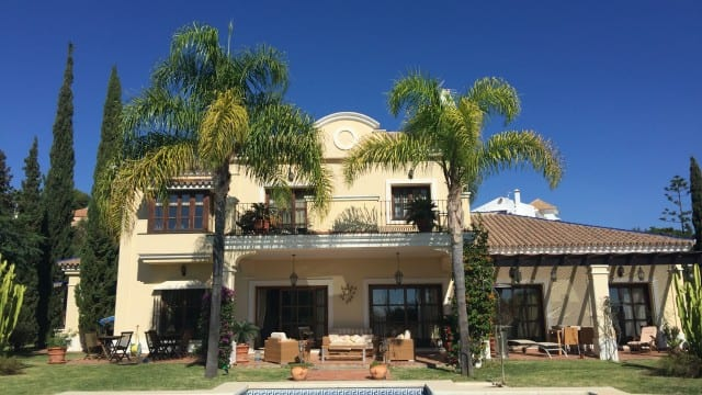 El Paraiso quality villa for sale on corner plot