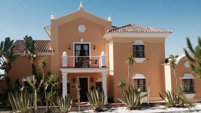El Paraiso villa for sale with great sea views