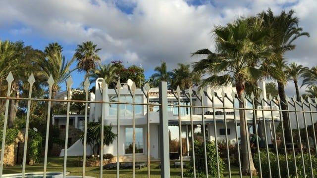 Golden mile beachfront villa for rent