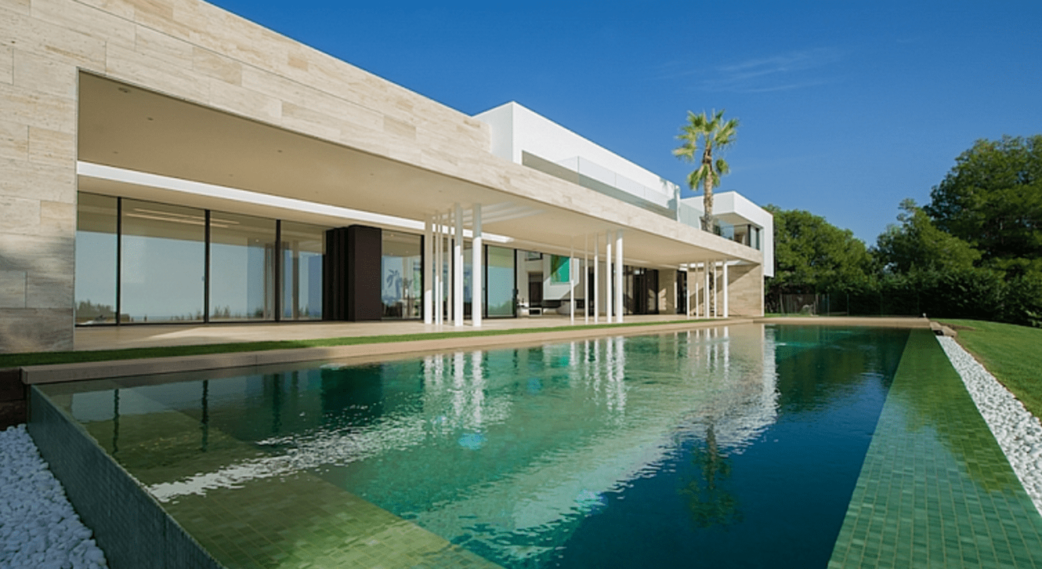 Modern marbella mansion for sale with sea views for Modern mansions for sale