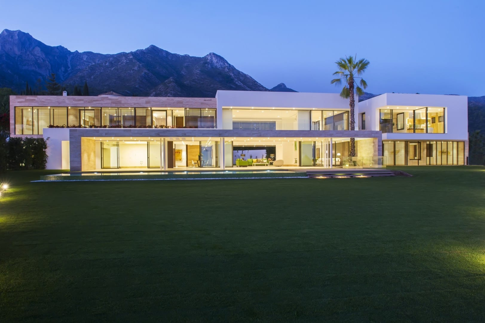 Modern marbella mansion for sale with sea views for Contemporary mansions for sale