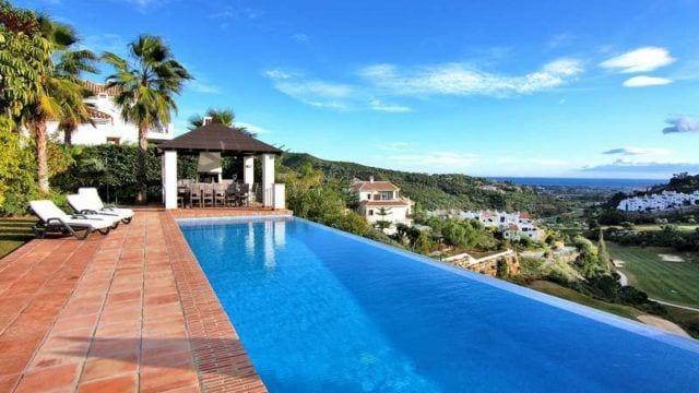 La Quinta quality villa for sale.Gated community, sea views & indoor pool