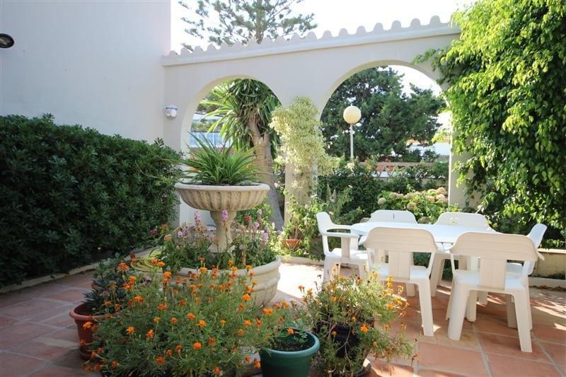 Estepona beachfront villa only for Entretien jardin handicapes