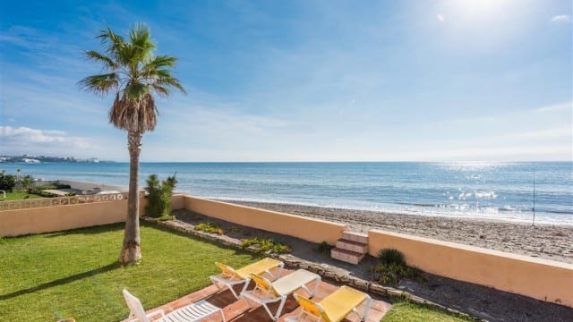 Estepona Beach villa with great sea views