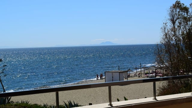 10min west of Puerto Banus 3 bed apartment beachfront