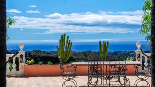 EL MADROÑAL MANSION FOR SALE WITH SEA VIEWS