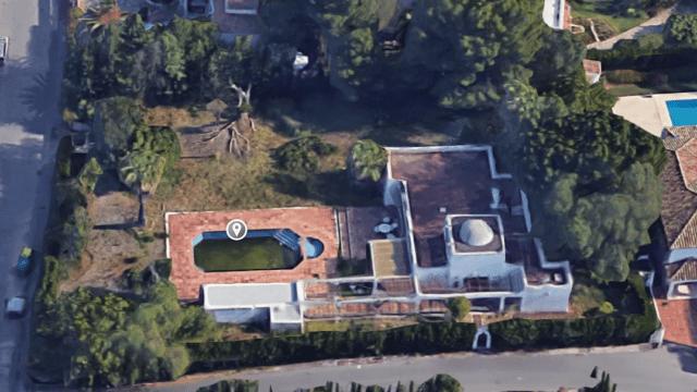 Marbella West.Bank sell villa near beach and facilities