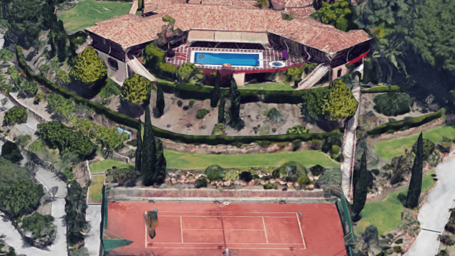 El Paraiso mansion with 30.000m2 plot and tennis court
