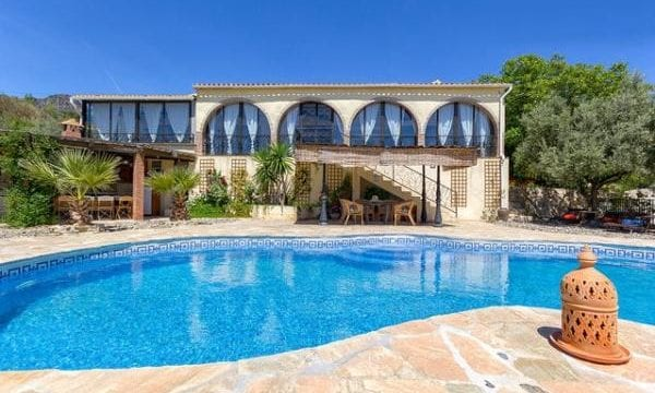 Private Finca with 7 bedrooms for sale & rent