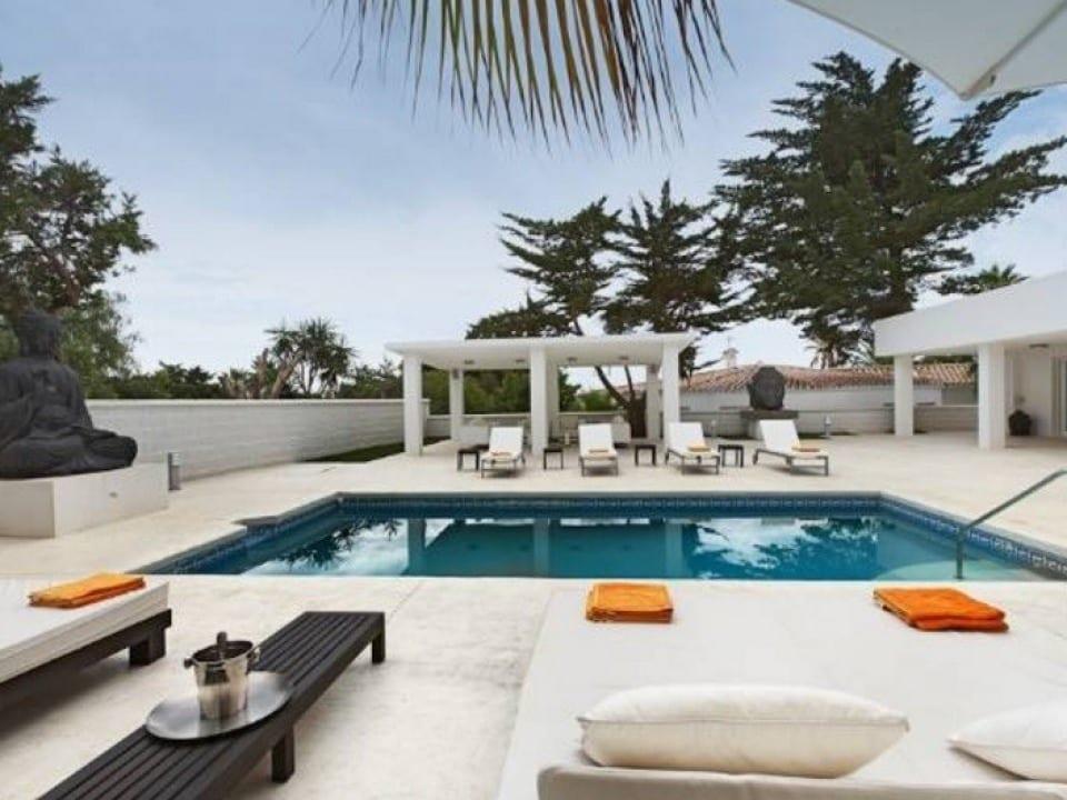Marbella east moderne strand villa met zwembad - Zwembad met strand ...