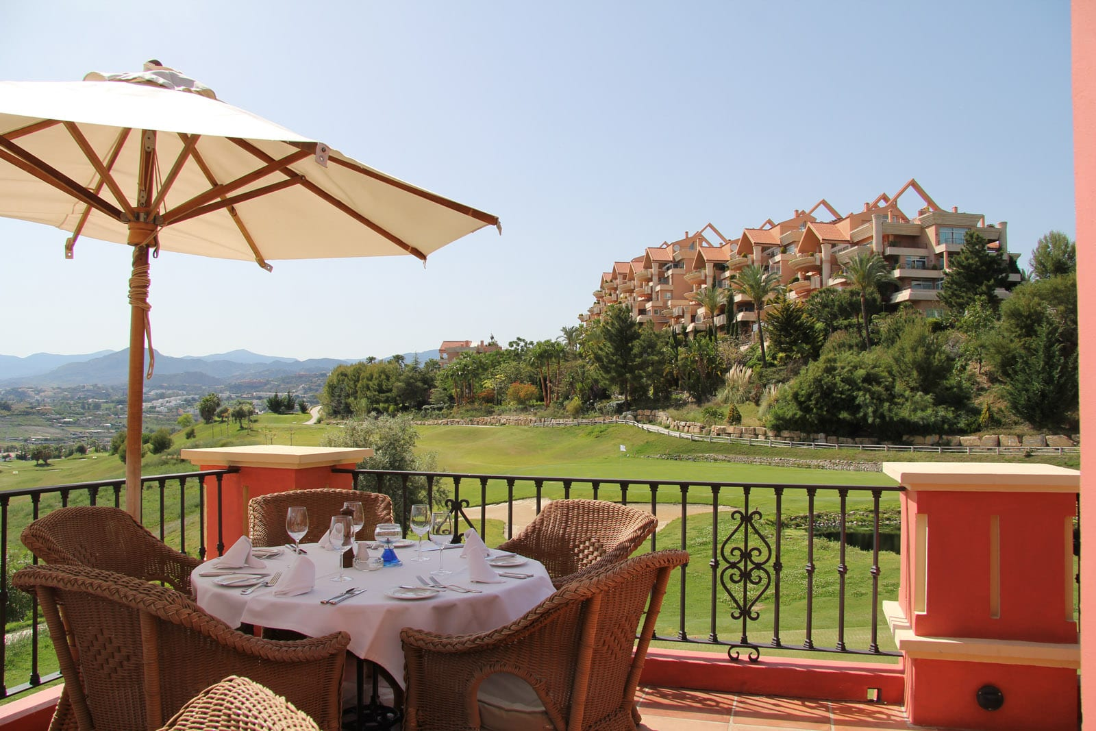 Magna marbella bank vend 2 appartement de lit avec 90m2 for Jardin 90m2