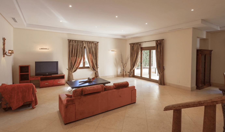Villa Milla De Oro Con 5 Dormitorios En Comunidad Cerrada