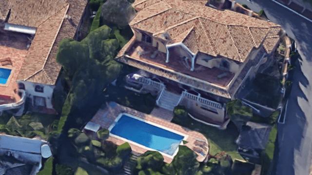 El Paraiso villa with golf views
