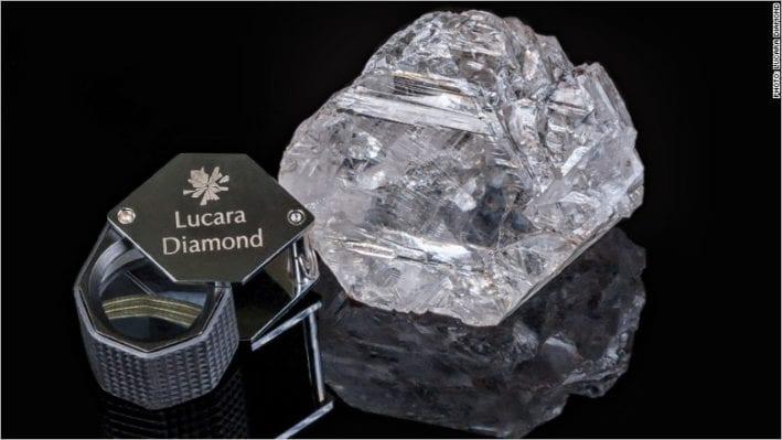 la Constelación 813 quilate & 404 Carat.Nemesis Int. socio de De Grisogono en ambos diamantes en bruto - Agent4Stars.com