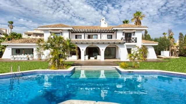 Nueva Andalucia villa with 5000m2 plot.Walk to Puerto Banus