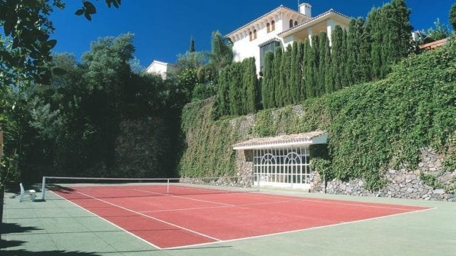 Madronal  hilltop estate with tennis court 33000m2 plot