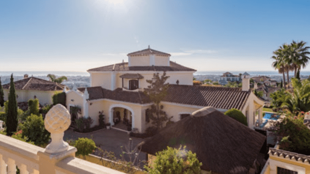 Benahavis villa with sea views from bank gated community