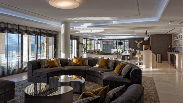 mansion-la-zagaleta-bar-sofa-640x360
